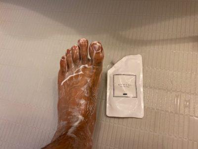 パパが足を洗っている画像
